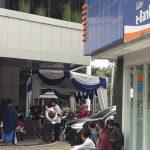 Para Pelaku UMKM yang mendapatkan dana BPUM memadati Bank BRI Cabang Cianjur.