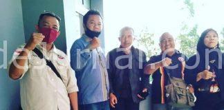 Solihin Afsor (paling kiri), sesaat sebelum beraudiensi dengan Komisi III DPRD Kabupaten Garut.