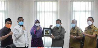 Sekda Karawang Acep Jamhuri saat menerima DPRD Cilegon.