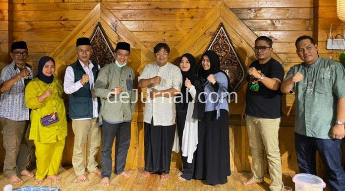 Bupati Bandung terpilih HM Dadang Supriatna mengunjungi Padepokan Giri Harja 3, di Kampung Giri Harja, Kel Jelekong, Kec Baleendah, Kab Bandung, Rabu (21/4/21) petang.