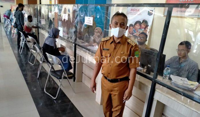 Sekretaris Disdukcapil Subang, Fauzi. Foto : Asep/dejurnal.com