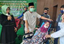 Bupati Bandung HM Dadang Supriatna menghadiri acara Berbagi Kebahagiaan Buka Puasa Bersama dan Santunan 400 Anak Hebat As-Shofia, di Graha Iman, Desa Pakutandang, Kec Ciparay, Kab Bandung, Minggu (2/5/2021) sore.