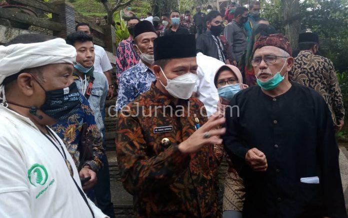 Bupati Bandung HM. Dadang Supriatna saat kunjungan kerja ke Eko Wisata Alam Santosa di Kampung Pasir Impun, Desa Cikadut, Kec Cimenyan, Kab Bandung, Kamis (6/5/2021).
