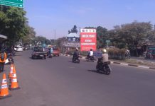 Mulai hari ini mudik lebaran resmi dilarang. Polisi pun melakukan penyekatan larangan mudik di pintu tol Cikarang, Jawa Barat, Kamis (6/5/2021). (Foto : Dery/dejurnal.com)