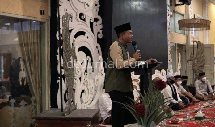 Bupati Bandung HM Dadang Supriatna dan keluarga resmi mulai menempati rumah dinas Bupati Bandung di Perkantoran Pemkab Bandung di Desa Pamekaran, Kecamatan Soreang Jumat (30/4/2021) petang.