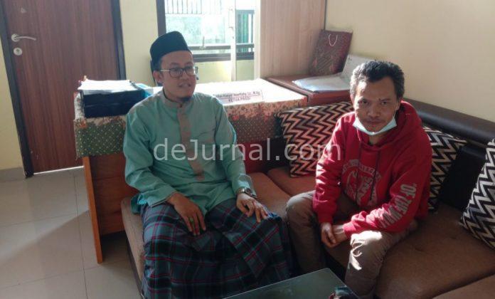 Penulis bersama Ustad Irfan Kasyaf Noerfiqhy, LC, M.Ag selaku, Ketua Prodi STAI Persis Kabupaten Garut (kanan). Foto : Undang Komar/dejurnal.com