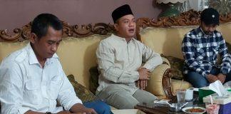 Bupati Bandung HM Dadang Supriatna ( tengah) saat buka bersama para awak media di Rumdin, Selasa (11/5/2021). (Foto Sopandi/dejurnal.com).