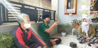 Anggota DPRD Kabupaten Bandung dari Fraksi PKB H. Uya Mulyana (tengah) saat reses di salah satu rumah Ketua RW di Desa Cigondewah Hilir, Kecamatan Margaasih. (Sopandi/dejurnal.com)