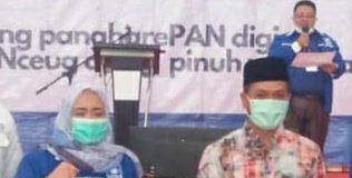 Ketua DPD PAN Kabupaten Bandung Hj. Thoriqoh Fitrian, S. T. ME., Sy (kiri) dan Bupati Bandung H. M Dadang Supriatna. (Sopandi/dejurnal.com)