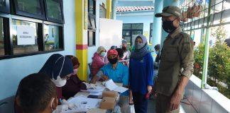 Suasana vaksinasi di Desa Sayati. (Sopandi/dejurnal.com)