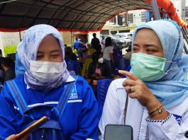 Anggota DPRD Kabupaten Bandung dari Fraksi PAN Hj. Elin Wati (kiri) dan Ketua DPD PAN Kabupaten Bandung Hj. Thoriqoh Nashrullah Fitriyah, S.T., ME., Sy. (Sopandi/dejurnal.com)